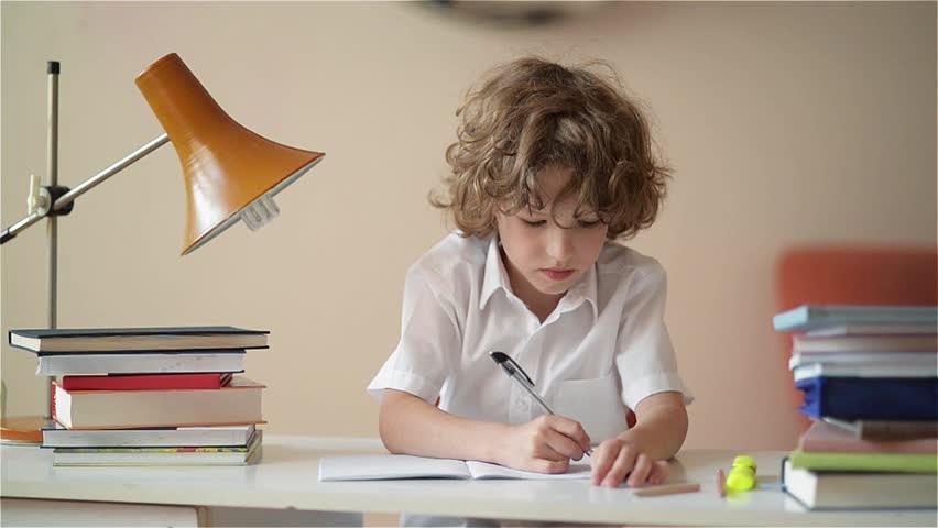 Mengerjakan PR dan Tugas Sekolah